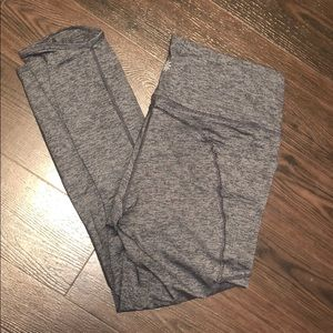 Athleta slightly cropped leggings with pockets